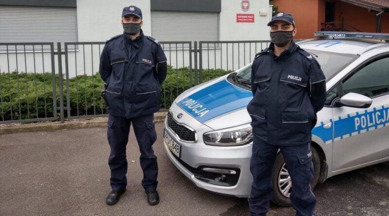 policjanci K. Wiśniewski i P. Nyczke Nowe Miasto nad Wartą fot. policja