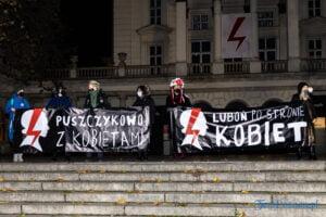 proces kobiecego ciala strajk kobiet fot. slawek wachala 3110 300x200 - Poznań: Strajk Kobiet przespacerował się przez miasto