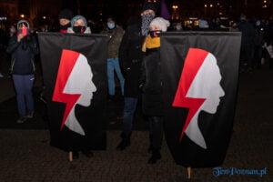 proces kobiecego ciala strajk kobiet fot. slawek wachala 3114 300x200 - Poznań: Strajk Kobiet przespacerował się przez miasto