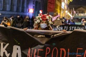 proces kobiecego ciala strajk kobiet fot. slawek wachala 3171 300x200 - Poznań: Strajk Kobiet przespacerował się przez miasto