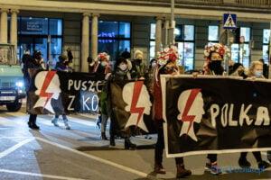 proces kobiecego ciala strajk kobiet fot. slawek wachala 3183 300x200 - Poznań: Strajk Kobiet przespacerował się przez miasto
