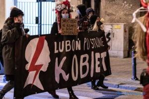 proces kobiecego ciala strajk kobiet fot. slawek wachala 3188 300x200 - Poznań: Strajk Kobiet przespacerował się przez miasto