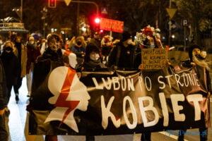 proces kobiecego ciala strajk kobiet fot. slawek wachala 3221 300x200 - Poznań: Strajk Kobiet przespacerował się przez miasto