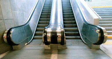 schody ruchome, Kaponiera
