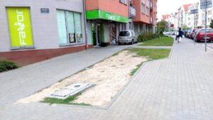 skwerek zamiast klepiska fot. t. dworek 300x169 - Poznań: Nowy skwer na Szyperskiej. Zamiast klepiska