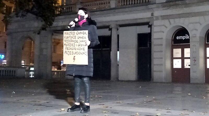 """strajk kobiet 7 800x445 - Poznań: Apel prezydenta do ministra edukacji: """"formy szantażu są niedopuszczalne"""""""