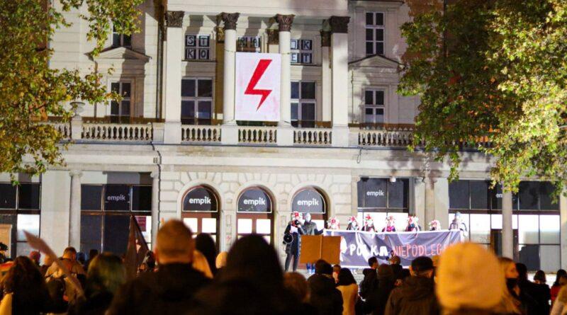 strajk kobiet polka niepodlegla fot. s. wachala17 800x445 - Poznań: Czy błyskawica zniknie z Arkadii?