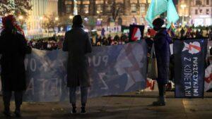 strajk kobiet w sprawie ue fot. s. wachala10 300x169 - Poznań: Strajk Kobiet za Unią Europejską i w imię praw kobiet