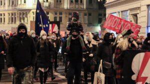 strajk kobiet w sprawie ue fot. s. wachala3 300x169 - Poznań: Strajk Kobiet za Unią Europejską i w imię praw kobiet