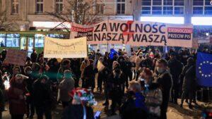 strajk kobiet w sprawie ue fot. s. wachala6 300x169 - Poznań: Strajk Kobiet za Unią Europejską i w imię praw kobiet