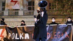 strajk kobiet w sprawie ue fot. s. wachala8 300x169 - Poznań: Strajk Kobiet za Unią Europejską i w imię praw kobiet