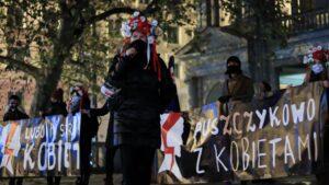 strajk kobiet w sprawie ue fot. s. wachala9 300x169 - Poznań: Strajk Kobiet za Unią Europejską i w imię praw kobiet