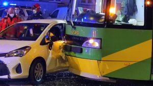 wypadek dabrowskiego fot. k. adamska.jpg3  300x169 - Poznań: Zderzenie samochodu z tramwajem. Jedna osoba ranna
