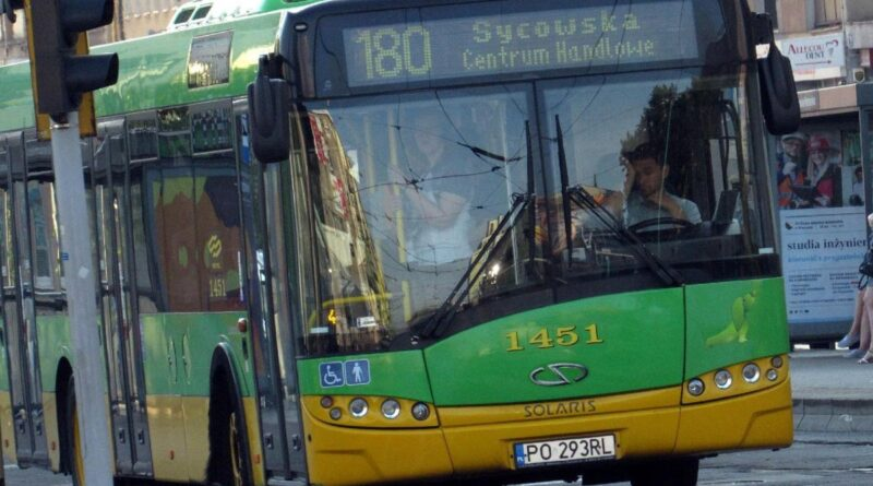 autobus linii 180 fot. ZTM
