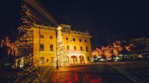 dekoracje swiateczne ostrow wielkopolski fot. um ostrow 300x169 - Ostrów: Miasto przystrojone na święta