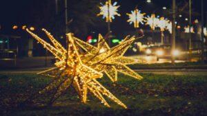dekoracje swiateczne ostrow wielkopolski fot. um ostrow2 300x169 - Ostrów: Miasto przystrojone na święta