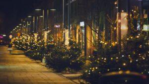 dekoracje swiateczne ostrow wielkopolski fot. um ostrow3 300x169 - Ostrów: Miasto przystrojone na święta