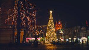 dekoracje swiateczne ostrow wielkopolski fot. um ostrow4 300x169 - Ostrów: Miasto przystrojone na święta