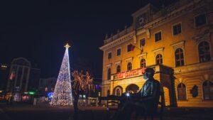 dekoracje swiateczne ostrow wielkopolski fot. um ostrow6 300x169 - Ostrów: Miasto przystrojone na święta