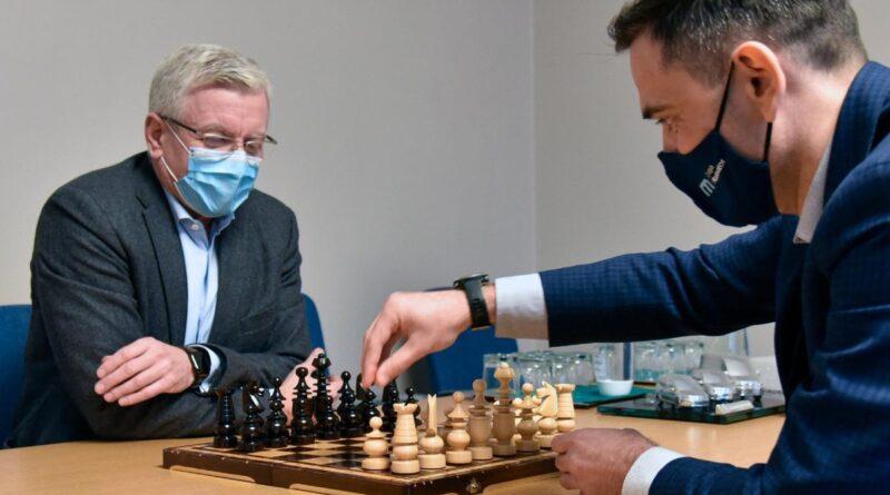 Jacek Jaśkowiak, Radosław Gudell, partia szachów fot. UMP