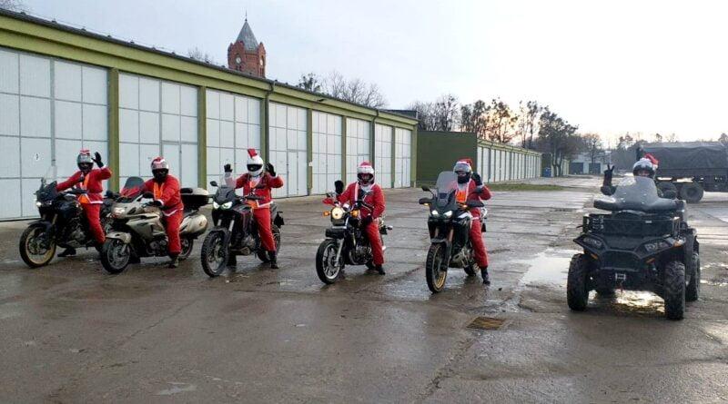 Mikołaje w mundurach fot. 12WBOT