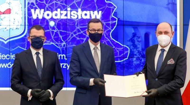 nadanie praw miejskich przez premiera Morawieckiego fot. KPRM