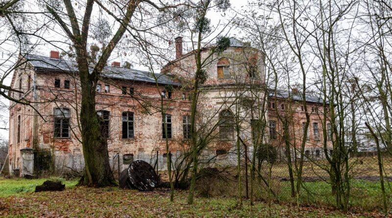 Wełna pałac fot. Sławek Wąchała