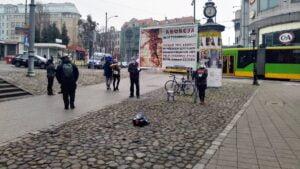 pikieta przeciwko aborcji fundacja zycie i rodzina 300x169 - Poznań: Fundacja Życie i Rodzina pikietowała przeciwko aborcji