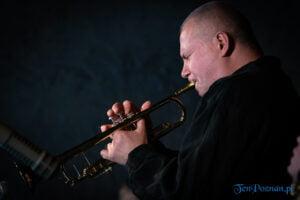 piotr wojtasik specjalny koncert swiateczny fot. slawek wachala 6640 300x200 - Piotr Wojtasik w Blue Note. Online
