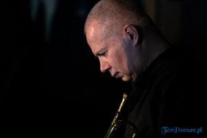 piotr wojtasik specjalny koncert swiateczny fot. slawek wachala 6642 300x200 - Piotr Wojtasik w Blue Note. Online