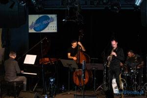 piotr wojtasik specjalny koncert swiateczny fot. slawek wachala 6673 300x200 - Piotr Wojtasik w Blue Note. Online