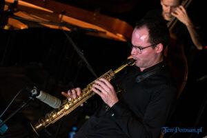piotr wojtasik specjalny koncert swiateczny fot. slawek wachala 6678 300x200 - Piotr Wojtasik w Blue Note. Online