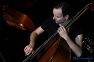 piotr wojtasik specjalny koncert swiateczny fot. slawek wachala 6725 300x200 - Piotr Wojtasik w Blue Note. Online