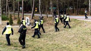 poszukiwania zaginionej fot. osp kobyla gora3 300x169 - Ostrzeszów: Ciało zaginionej 36-latki znaleziono w zalewie