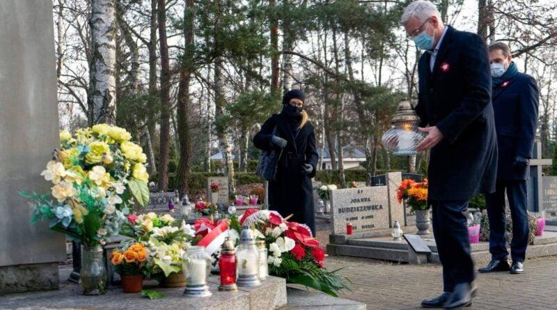 Powstanie Wielkopolskie, składanie kwiatów, fot. UMP