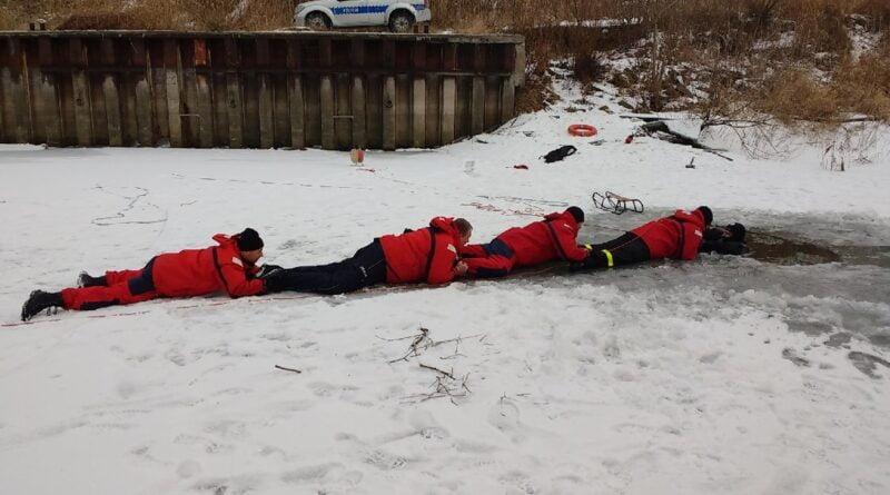ratowanie na lodzie fot. policja