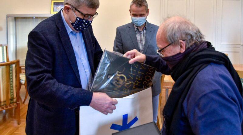 Ryszard Czapara nagrodzony Srebrną Pieczęcią fot. UMP