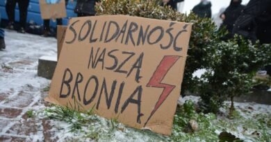 Strajk Kobiet przed siedzibą Żandarmerii Wojskowej fot. K. Adamska