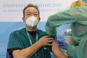 szczepienie na covid 19 fot. slawek wachala 7771 300x200 - Poznań: Pierwsze szczepienia przeciwko koronawirusowi za nami!