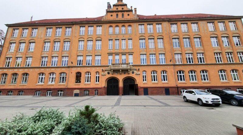 szkoła przy Berwińskiego po remoncie fot.PIM