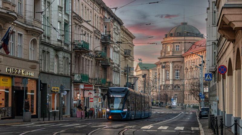 Tramwaj Moderus MPK Poznań ul. Fredry fot. Sławek Wąchała