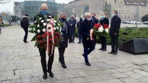 wprowadzenie stanu wojennego 39. rocznica2 300x169 - Poznań: Kwiaty na 39. rocznicę wprowadzenia stanu wojennego