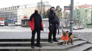"""demonstracja anarchistow fot. s. wachala2 300x169 - Poznań: """"Wyłącz program wina+"""". Protest przeciwko państwu policyjnemu"""