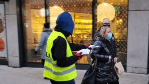 """demonstracja anarchistow fot. s. wachala5 300x169 - Poznań: """"Wyłącz program wina+"""". Protest przeciwko państwu policyjnemu"""