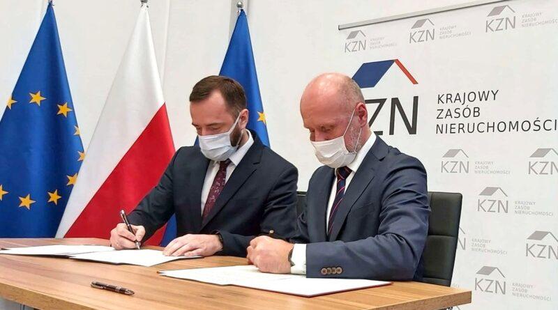Jarosław Pucek, Bartosz Guss, podpisanie porozumienia z KZN fot. WUW