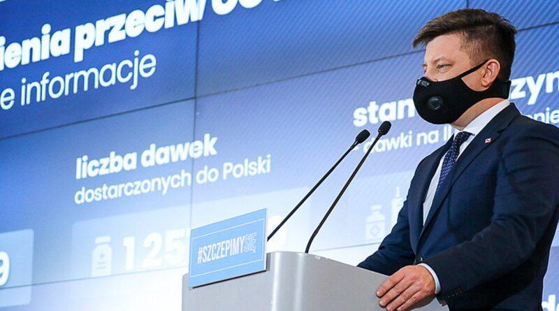 """michal dworczyk fot. kprm 800x445 - Rozpoczęły się szczepienia seniorów. Minister Dworczyk: """"nie ma kolejek przed przychodniami"""""""