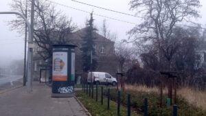slup reklamowy solacz 300x169 - Poznań: Słupy reklamowe - czy reklamowe zawalidrogi?