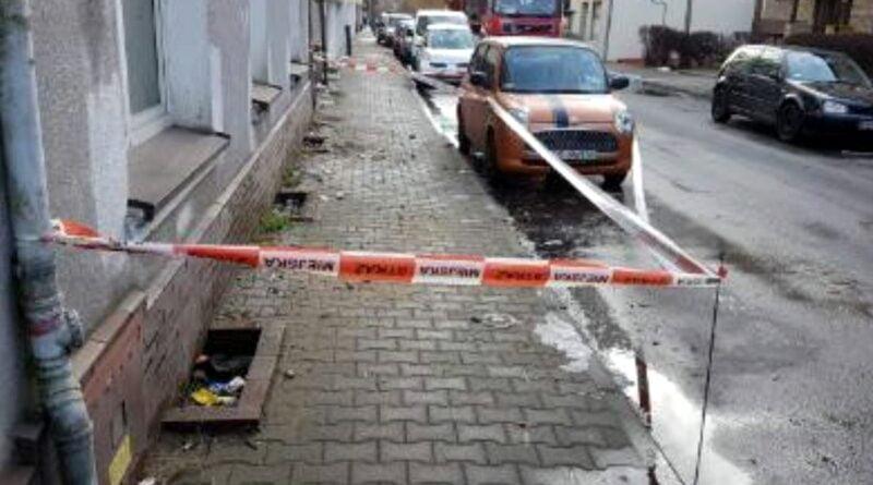 spadający tynk z ul. Sokoła fot. SMMP