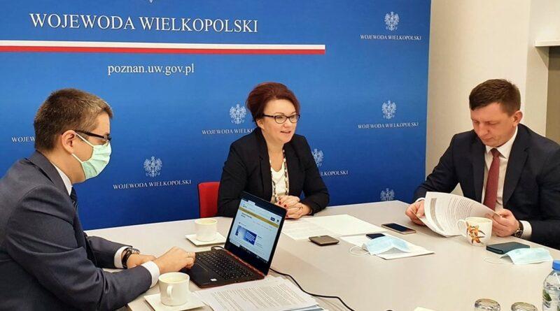 wicewojewoda Aneta Niestrawska, wicewojewoda Maciej Bieniek, dyr. Łukasz Krysztofiak fot. WUW