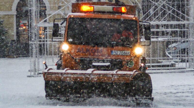 Zima Poznań pług śnieżny śnieg Stary Rynek fot. Sławek Wąchała
